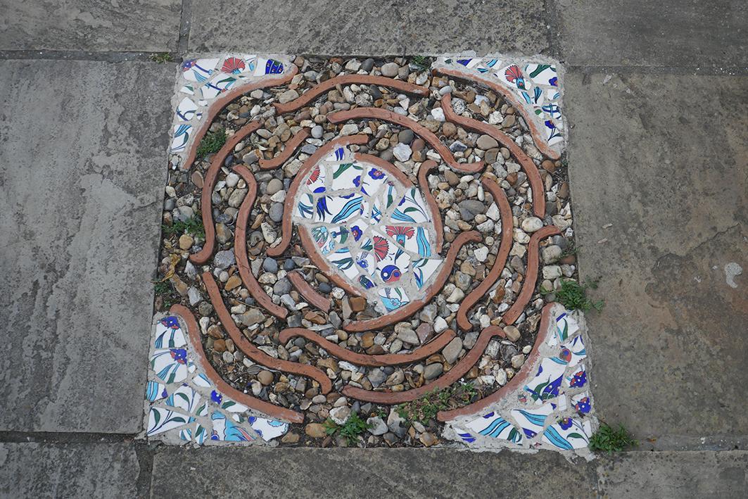 """Zwei Häuser weiter. Auf kleinstem Raum ein paradisiescher Garten im Westen Londons. Besucht im Rahmen der """"National Garden Scheme"""""""